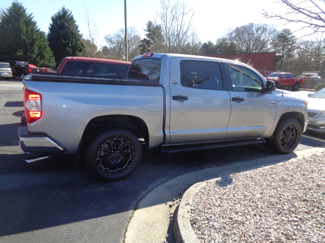 This 2018 Toyota Tundra looks flawless after the expert team at Lee's Collision Center in Loganville, GA completed the repair.